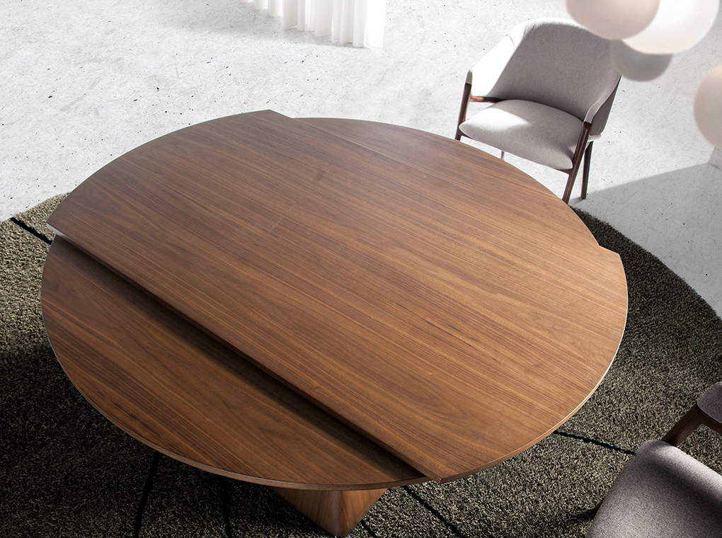 Walnut wood extendable dining table and pyramidal square base