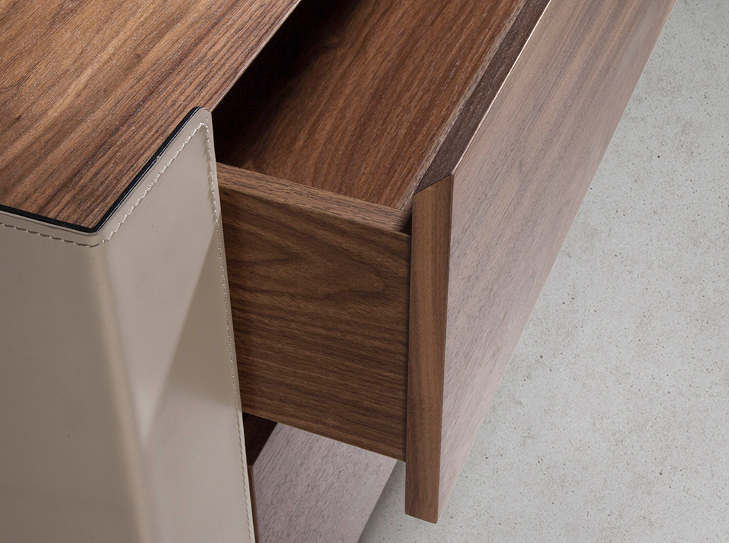 Chest of drawers in walnut wood and chrome-plated steel and recycled leather