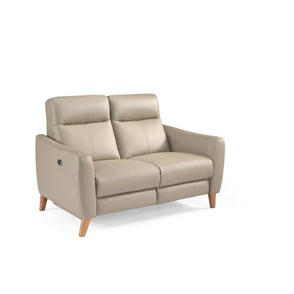 Sofá 2 plazas tapizado en piel con 2 mecanismos relax eléctricos y patas de madera de Nogal