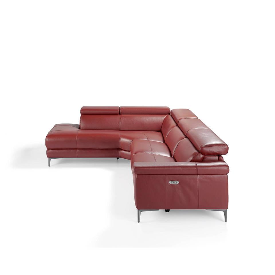 Sofá rinconera tapizado en piel y patas de acero inoxidable