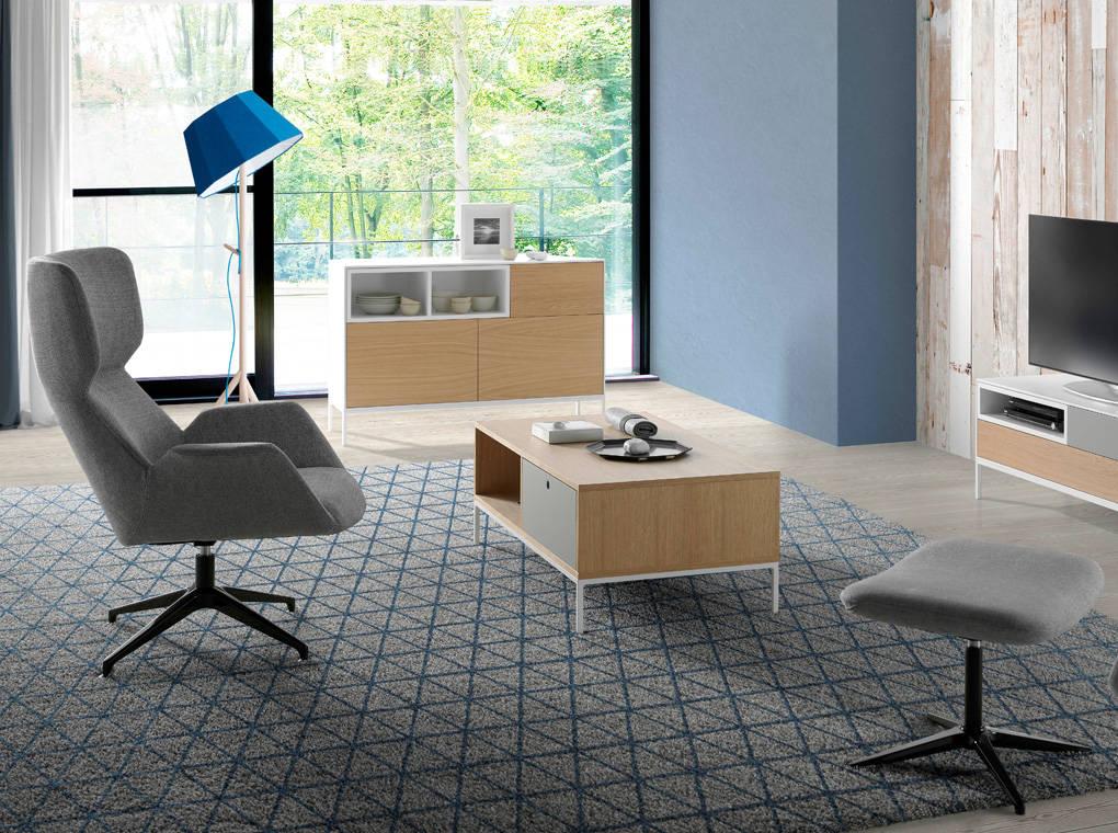 Sillón giratorio tapizado en tela con estructura de acero
