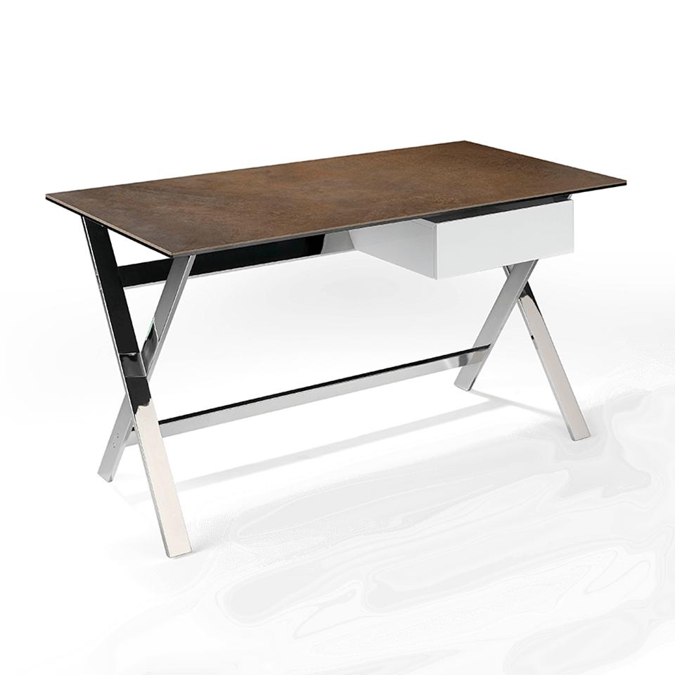 Mesa de oficina con tapa de corten porcelánico y estructura de acero inoxidable