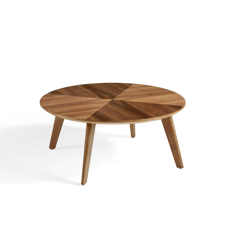 Mesa de centro fabricada en madera maciza chapada en Nogal