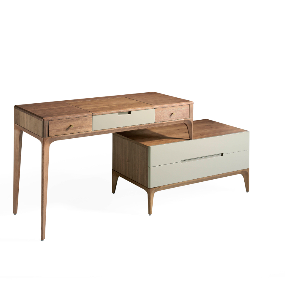 Dressing table in Walnut wood with drawers in Silk color