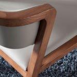 Silla de madera maciza tapizada