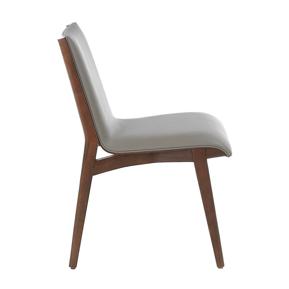 Chair upholstered in leatherette and structure in wood