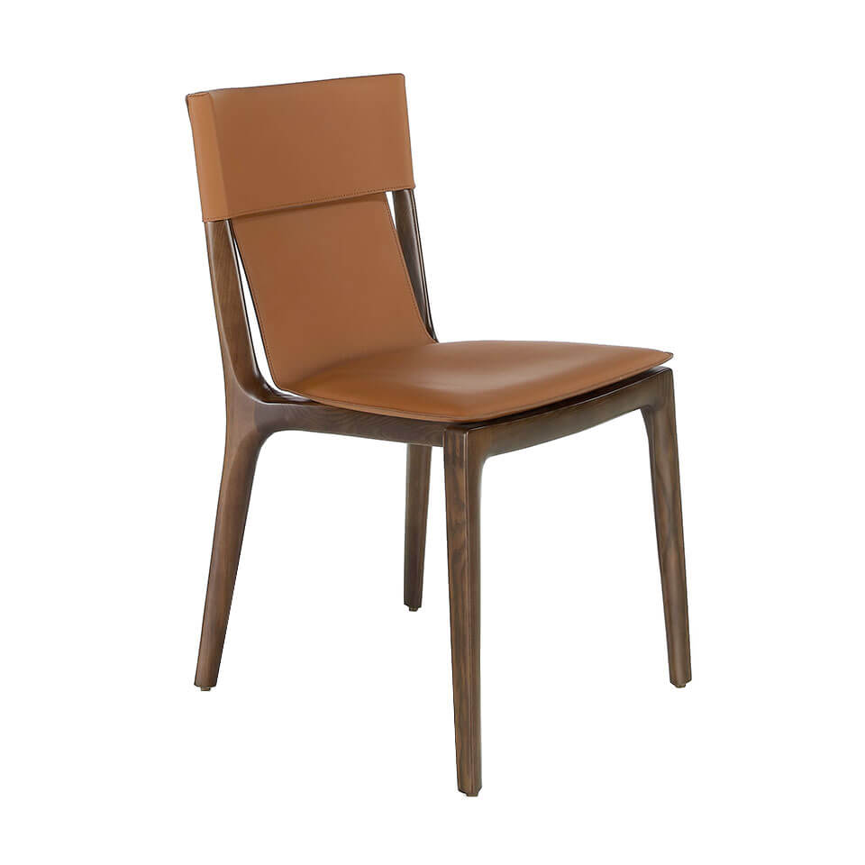 Chair upholstered in leather with structure in ash wood