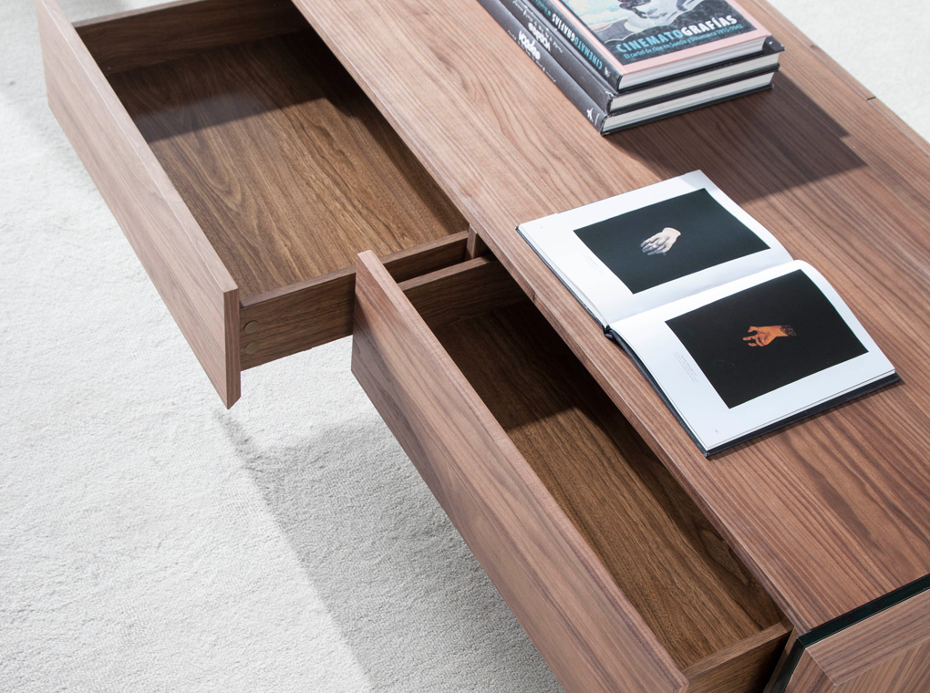 Coffee table in walnut veneered wood