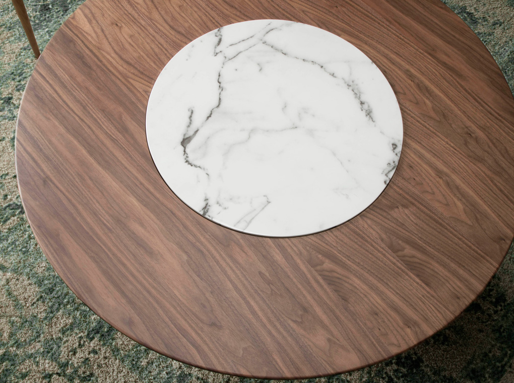 Round dining table made of wood and walnut-veneered