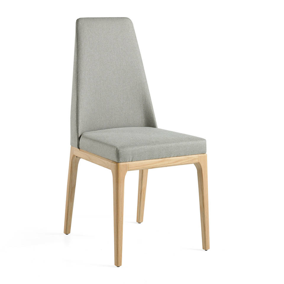 Upholstered chair with oak structure