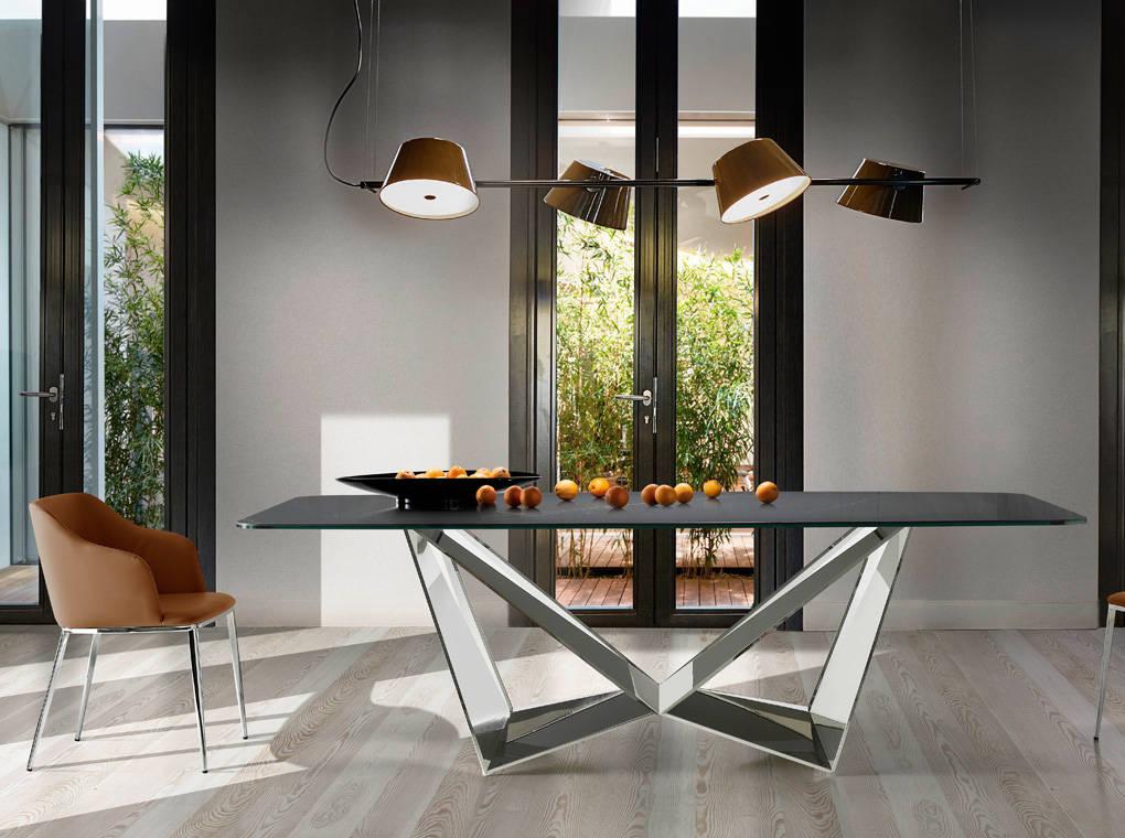 Mesa de comedor rectangular con estructura de acero y tapa de marmol porcelanico Negro