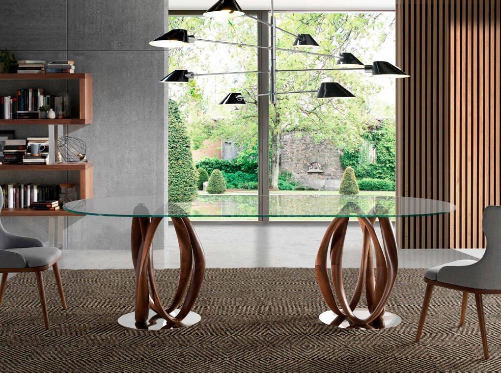 Mesa de comedor de madera maciza curvada con tapa de cristal templado