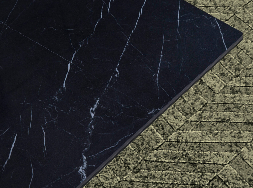Mesa de centro con tapa de marmol porcelánico negro y base de acero inoxidable