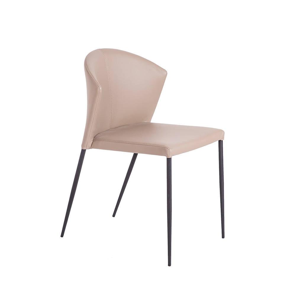 Stuhl gepolstert mit schwarzem Stahlrahmen.