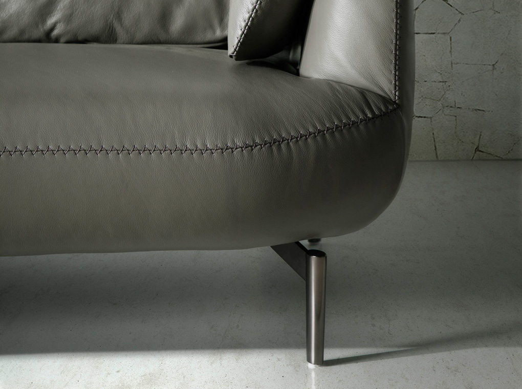 3-seater sofa upholstered in leather with polished steel legs