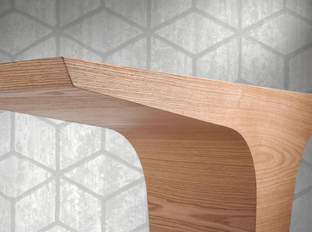 Consola de madera chapada en roble
