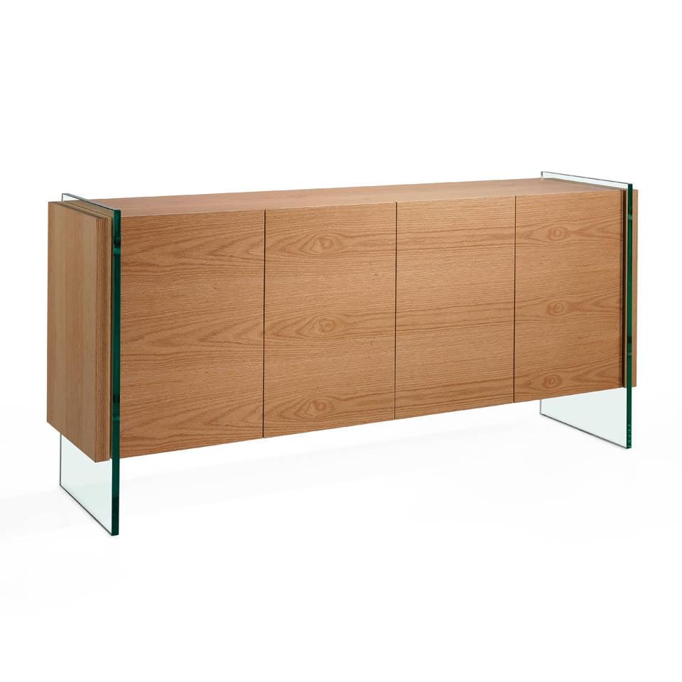 Aparador de madera chapada en roble con laterales de cristal templado