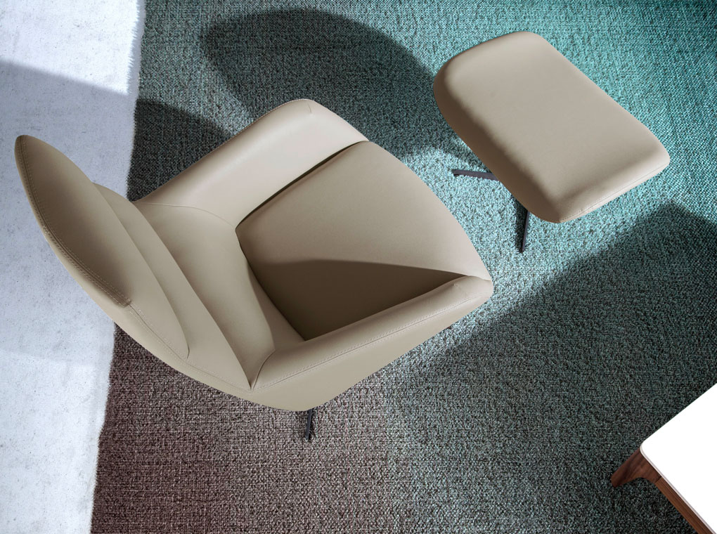 Swivel ottoman upholstered in leatherette