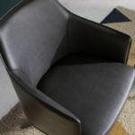 Fauteuil pivotant en cuir synthétique