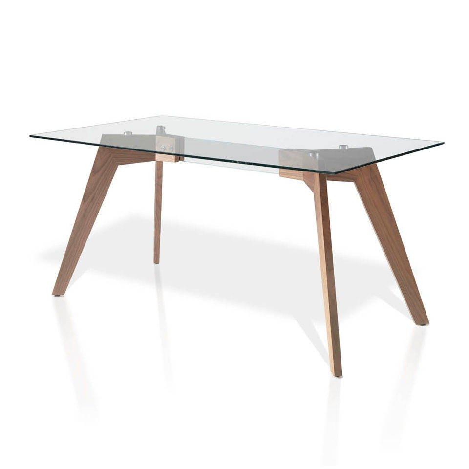 Mesa de comedor con patas de madera chapadas en nogal