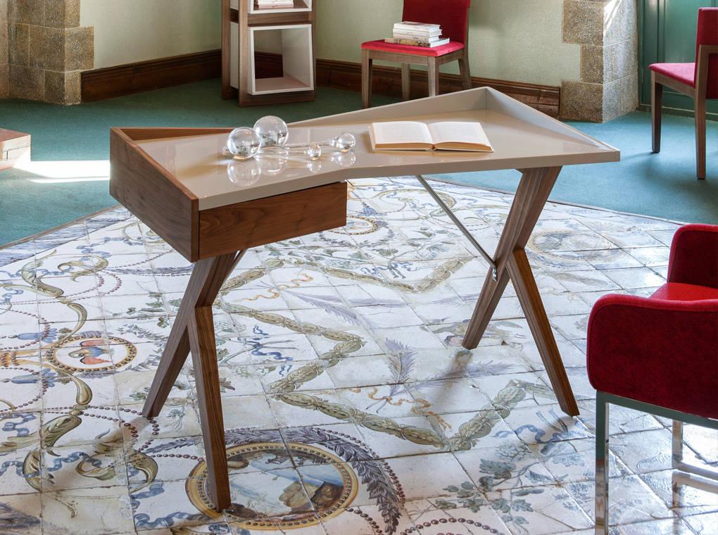 Office desk in walnut veneer wood and laquered Mdf top
