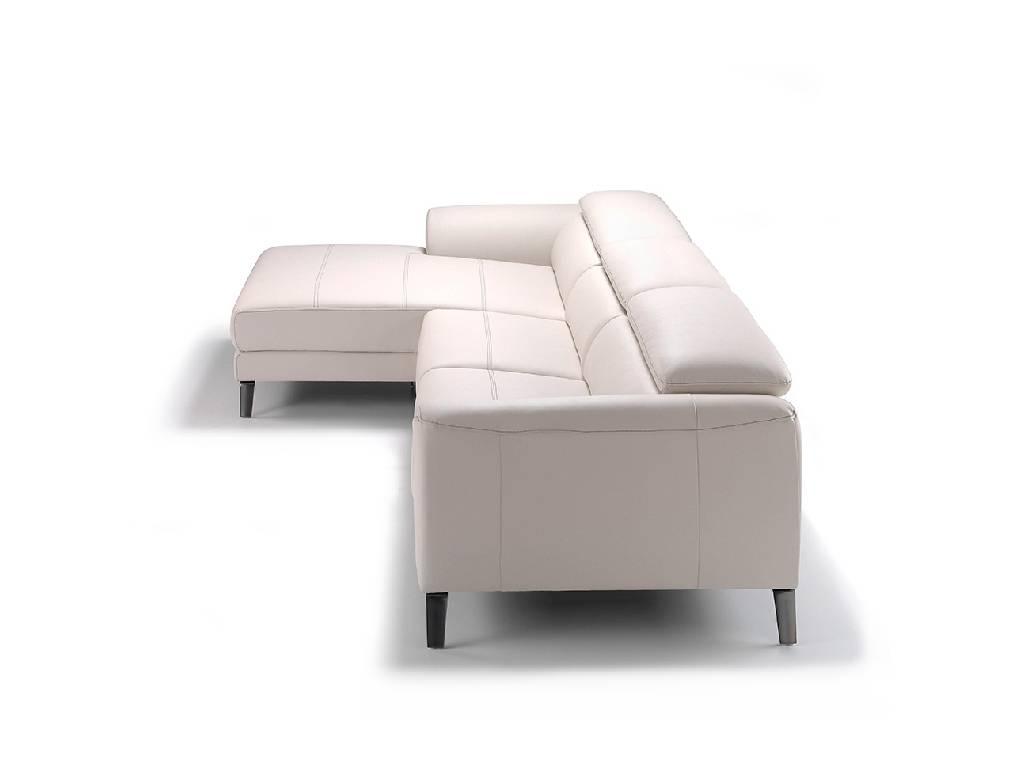 Sofá con chaiselong tapizado en piel y patas de acero inoxidable