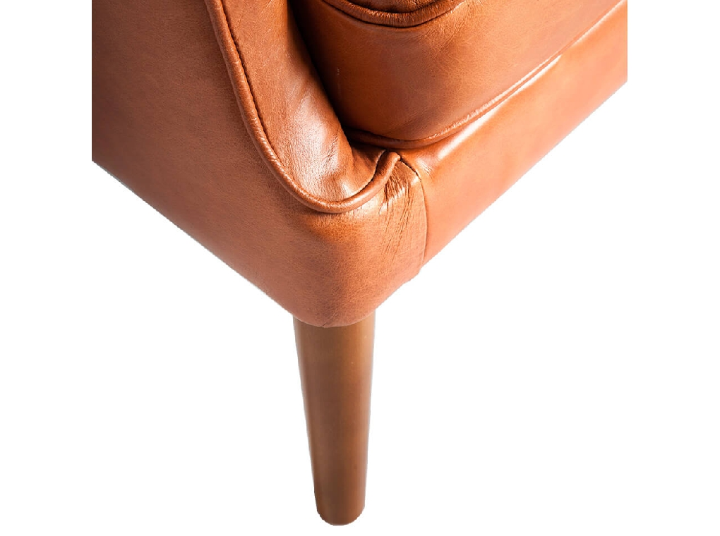 Armchair upholstered in leather with capitone effect