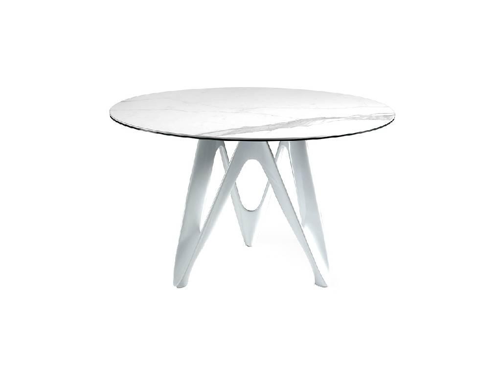 Mesa de comedor con tapa de mármol porcelánico blanco y base de fibra de vidrio