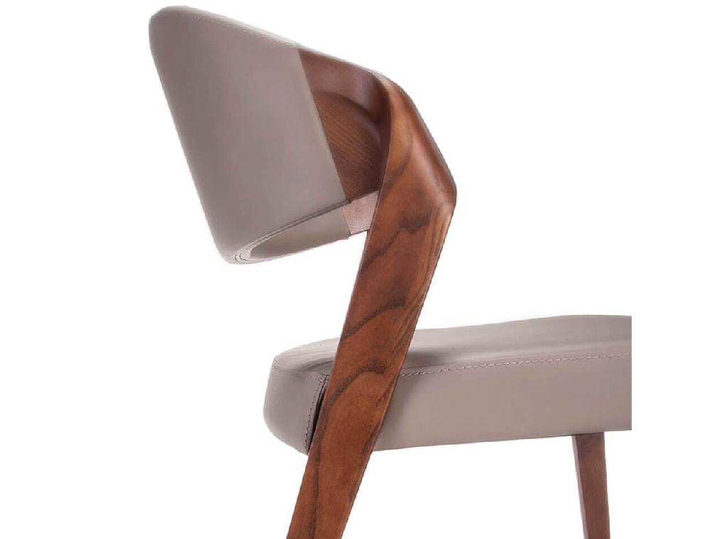 Chair upholstered in leatherette with structure in ash wood