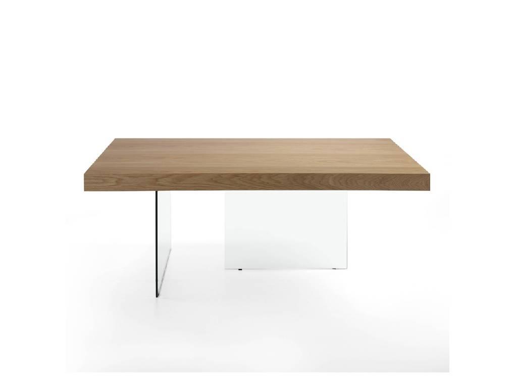 Mesa de comedor con estructura de cristal y tapa de roble