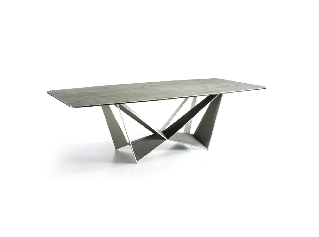 Dining table with lacquered stainless steel legs