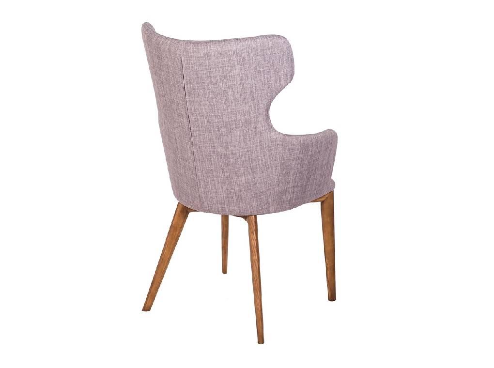 Кресло, обитое тканью, с деревянным каркасом цвета орехового дерева
