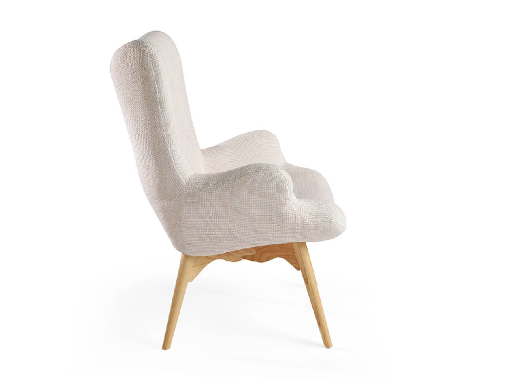 Armchair upholstered in tufted fabric