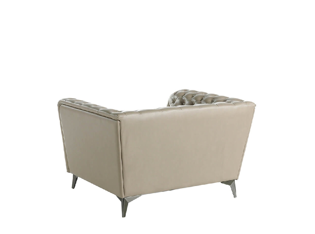 Armchair upholstered in leather witn capitone effect