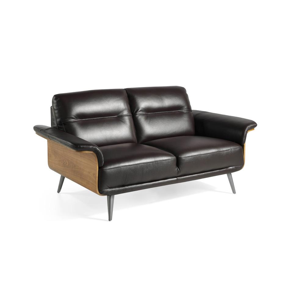 [:es]Sofá 2 plazas tapizado en piel con estructura de madera chapada de  Nogal[:en]2-seat sofa upholstered in leather with a wooden structure with  ...
