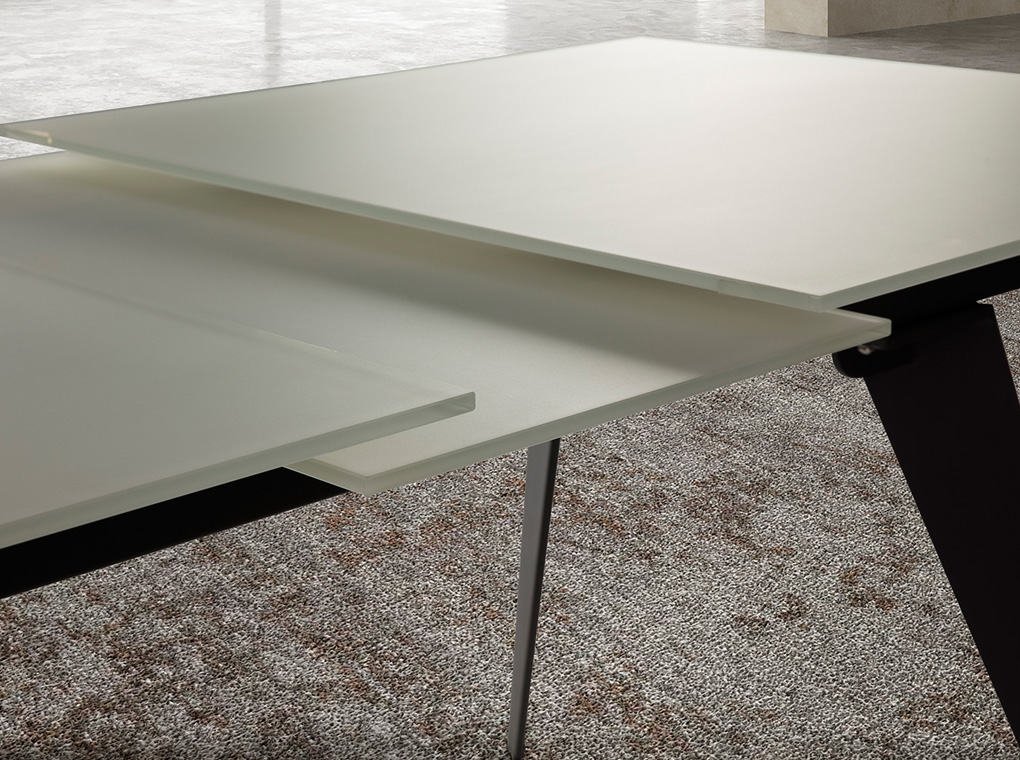 Es Mesa De Comedor Con Extensible Central Fabricada En Acero Inoxidable En Dining Table With Extendable Center Made Of Stainless Steel Painted In
